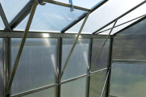 Příčné vzpruhy pro zvýšení stability skleníku