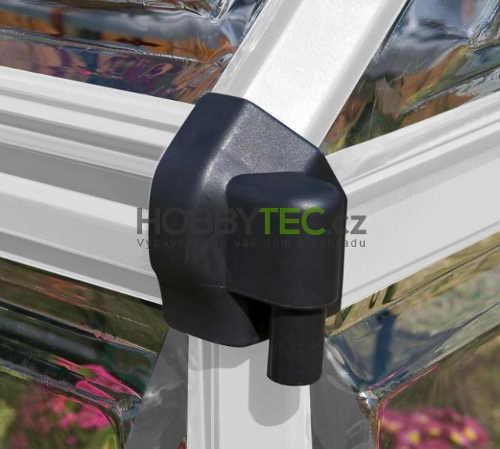 Hliníková konstrukce skleníku s plastovými spojkami