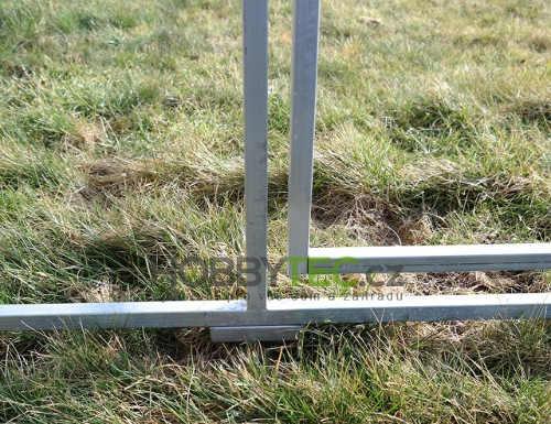 Možnost montáže skleníku i na nesrovnaný povrch