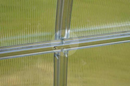Polykarbonátový skleník obloukového tvaru