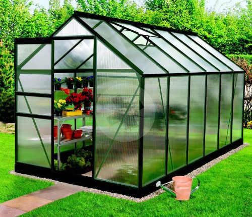 Zahradní skleník zelenými polykarbonátovými skly