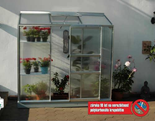 malý praktický polykarbonátový skleník