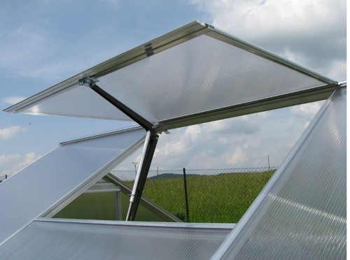 moderní a praktický otvírač na střešní okna