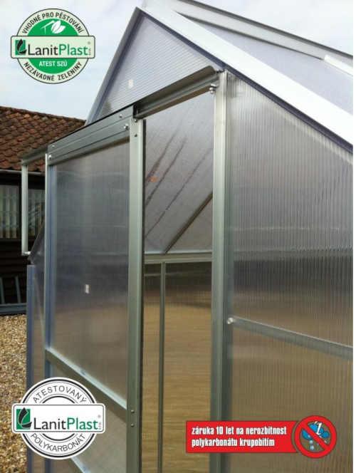 polykarbonátový skleník v klasickém provedení
