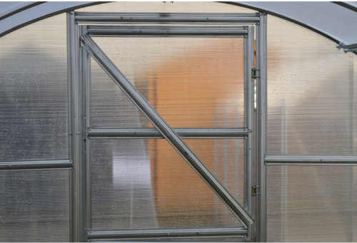 polykarbonátový skleník v obloukovém provedení