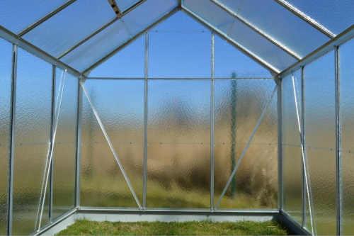 praktický skleník se základnou