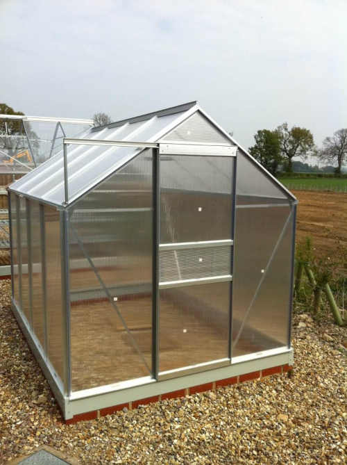 praktický skleník ve stříbrném designu