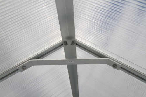 skleník z polykarbonátu a hliníku se základnou