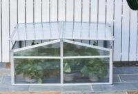 Praktický menší polykarbonátový skleník pařeniště