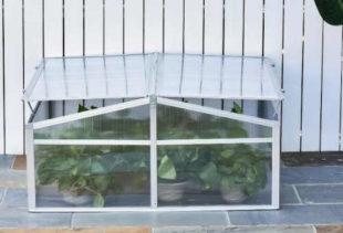 Praktický menší polykarbonátový skleník