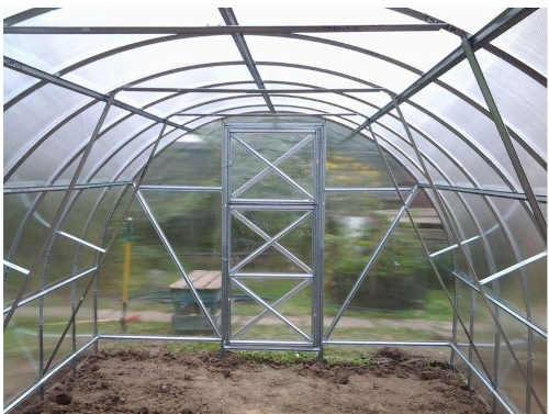 kvalitní obloukový zahradní skleník