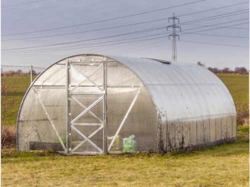 obloukový větší zahradní skleník
