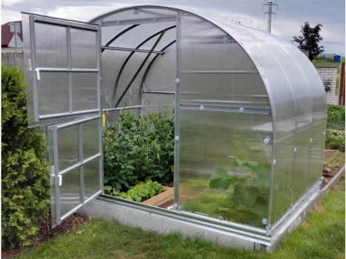 skleník z kvalitního materiálu