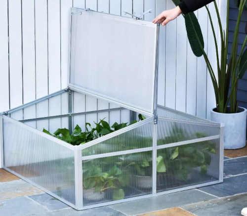 zahradní menší skleník z polykarbonátu